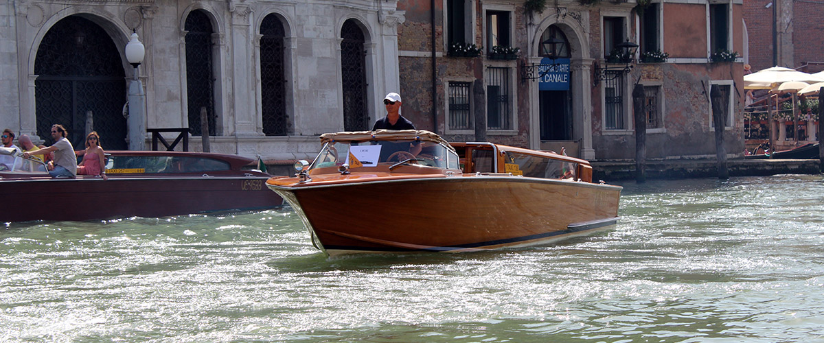 luxury water taxi grand canal