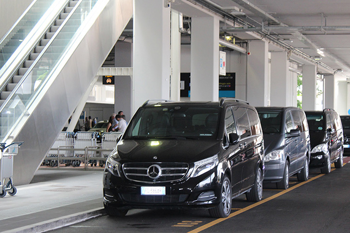 Mercedes Class V at Venice Airport
