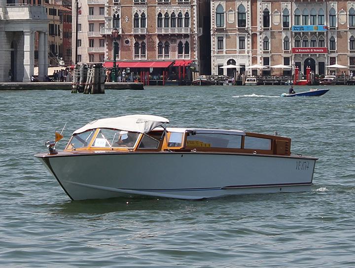 premium water taxi venice